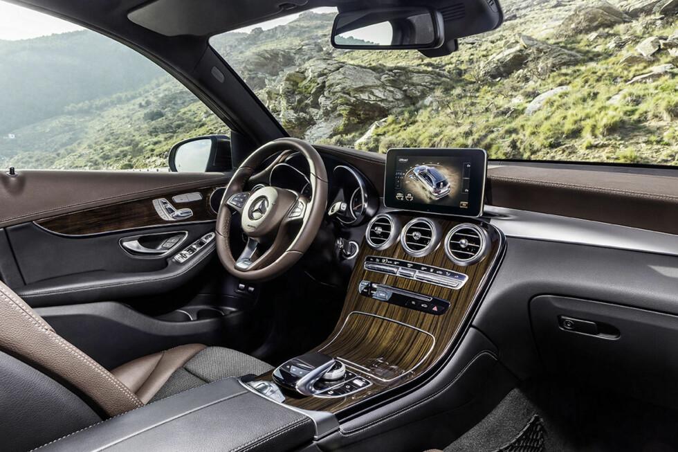 ANTI BMW-VÅPEN: Med nye GLC håper Mercedes-Benz å stå mye bedre rustet i kampen mot erke-konkurrenten BMW X3. Det er ingen tvil om at det er lagt mye arbeid i å tiltrekke kunder som ønsker luksusfølelse og prestisje. Foto: DAIMLER