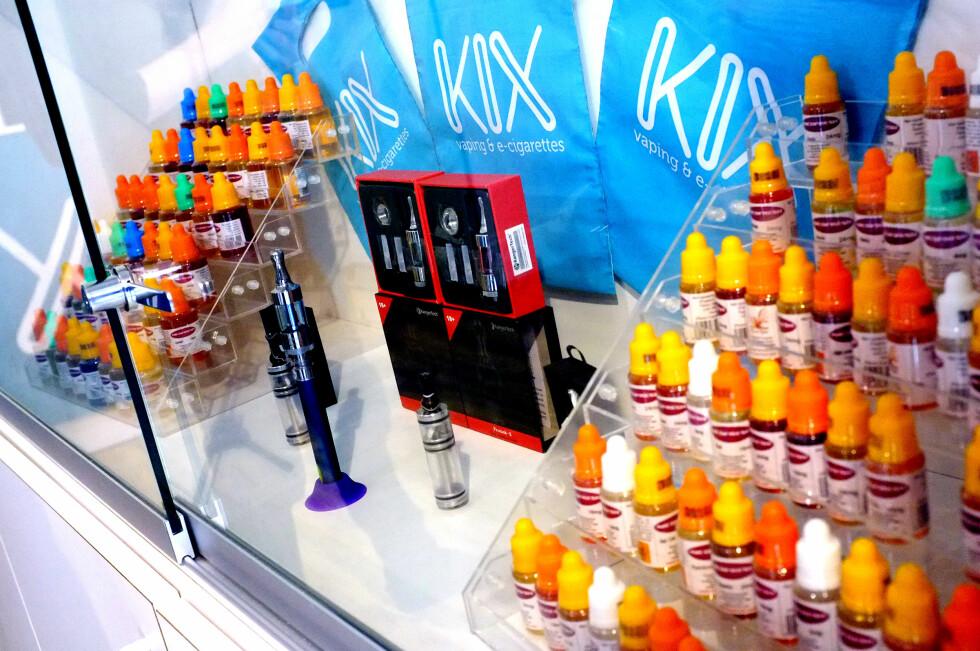 STOR BUSINESS: Slike butikker finnes det mange av i utlandet, men i Norge kan de få butikkene kun selge nikotinfri væske og brukerutstyr. Foto: OLE PETTER BAUGERØD STOKKE