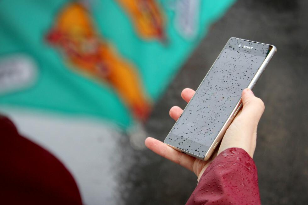 FOR HEIT: Denne telefonen kan bli varm veldig raskt, noe som skyldes en feil i prosessoren. En fiks er på vei, ifølge Sony. Foto: OLE PETTER BAUGERØD STOKKE