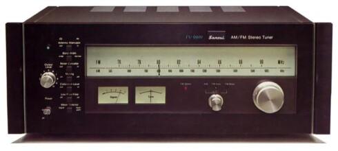 FM LEVER: FM-radioer med snurrehjul og analog skala er populære. Spesielt gjeve er de klassiske tunerne fra Sansui. Foto: AUDIODATABASE
