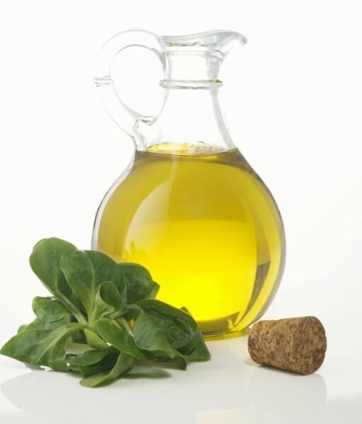 BYTT UT SMØR MED OLJE. Ekstra jomfru olivenolje der oljen skal fremheve retten, egner seg å bruke til pasta, risotto, marinerte grønnsaker, fisk og kjøtt, eller i stedet for smør. Foto: Scanpix