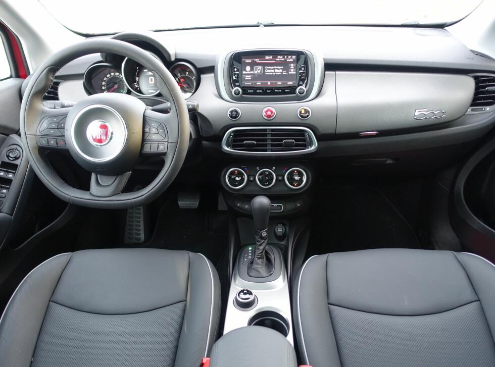 GOD-FØLELSE: Interiøret både føles og ser bedre ut enn i mange tidligere Fiat-modeller. Foto: KNUT ARNE MARCUSSEN
