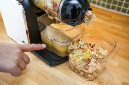 IKKE KAST JUICERESTENE: Med mindre du har juicet noe med hardt skall eller mye steiner, er rester etter juicing perfekt å ha i kaker. Foto: Per Ervland