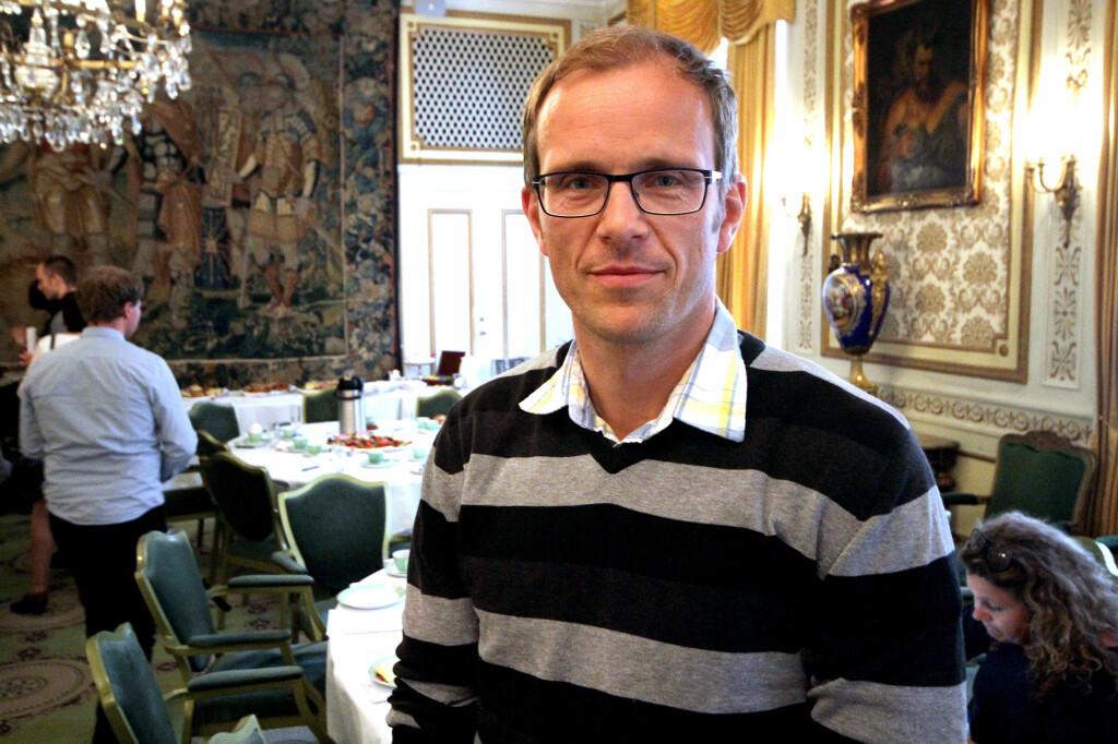 SKEPTISK: Forsker Dag Slettemeås i SIFO tror mobilbetaling i butikk en dag vil komme for alvor, men ikke riktig ennå.  Foto: OLE PETTER BAUGERØD STOKKE