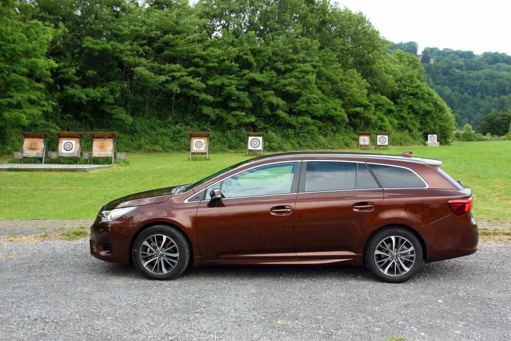OMTRENT MAKEN: Profilen er lite endret, men bilen har vokst fire centimeter. Innvendig er imidlertid (de gode) plassforholdene identiske med forgjengerens.  Foto: KNUT MOBERG