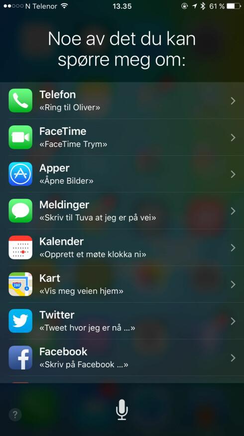 NATURLIGE SPØRSMÅL:: Det er meningen at du skal kunne snakke til Siri som du ville gjort til en person, med en naturlig stemme. Her er noe av det du kan spørre om. Foto: KIRSTI ØSTVANG