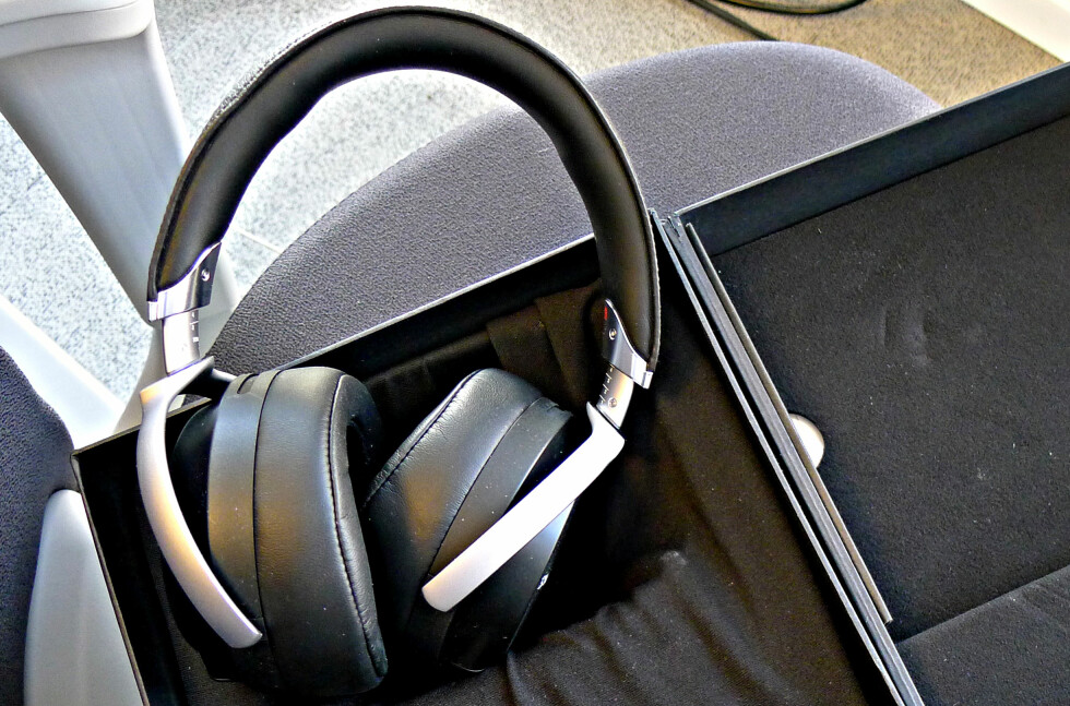 TOPPMODELL: Sony MDR-Z7 kommer som seg hør og bør i en luksuriøs eske. Foto: TORE NESET