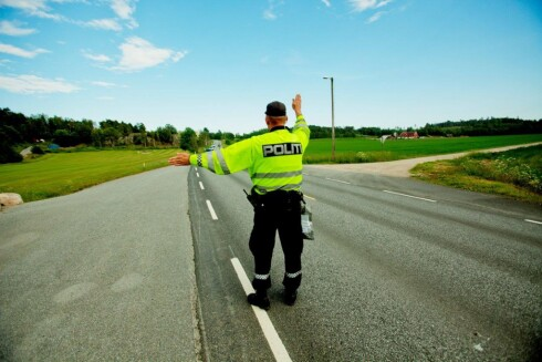 KREATIVE LØSNINGER: Politiet kan fortelle at mange av bilistene som stoppes hevdet å ikke kjenne til forbudet, eller forstå når og hvor det gjelder.  Foto: SCANPIX