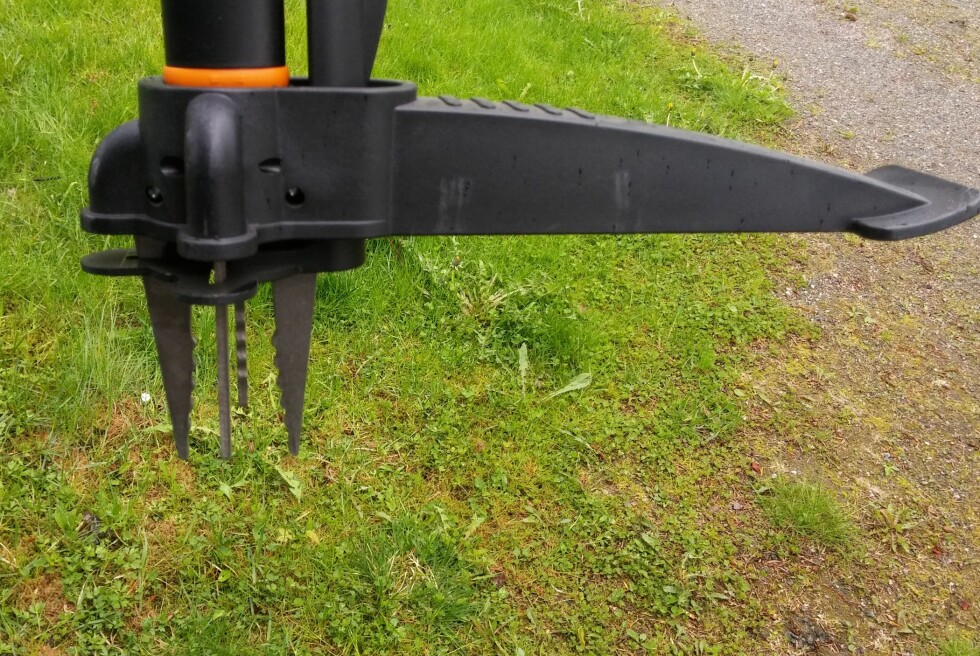 DISSE KLØRNE VIRKER! Effektivt redskap om du sliter med ugress. Foto: BRYNJULF BLIX