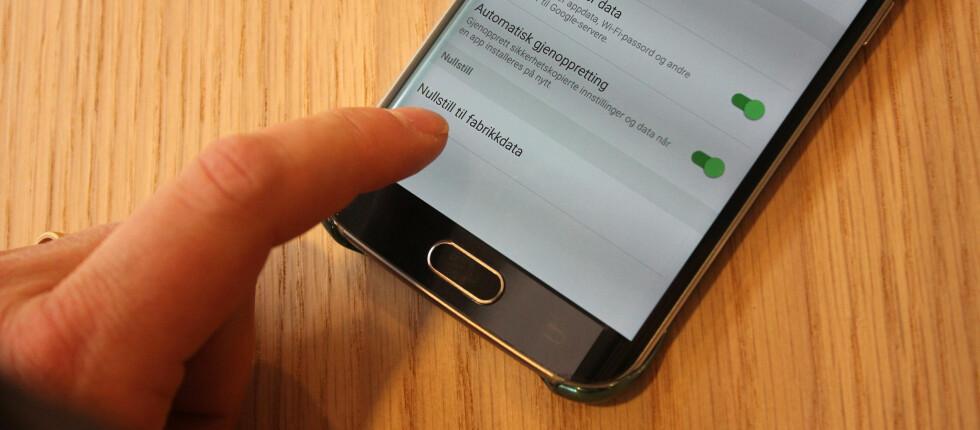 IKKE NOK: En britisk studie viser at det ikke er nok å nullstille Android-telefonen om du vil sikre at dataene ikke kan gjenopprettes. Foto: PÅL JOAKIM OLSEN