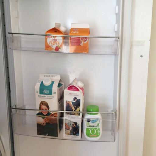 GJØR DU DENNE MELKETABBEN?: I kjøkkendøren kan temperaturen fort bli for høy for melken - legg den heller inn på hylla. Foto: Cecilie Leganger