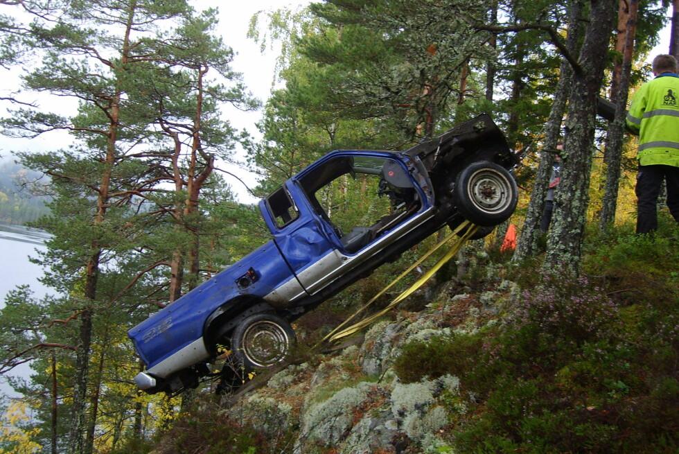 SLAKTET: Enkelte prøver seg med å melde bilen stjålet, så dukker den opp igjen slaktet og dumpet. Foto: Storebrand/Tor Damkås