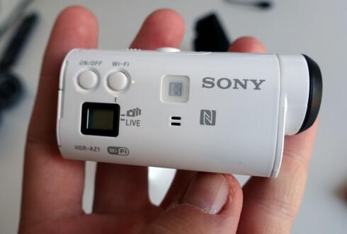 LITEN SKJERM: Action Cam Mini har ikke akkurat en stor skjerm. Sony vil gjerne at du bruker en egen Live View Remote i stedet. Foto: KIRSTI ØSTVANG