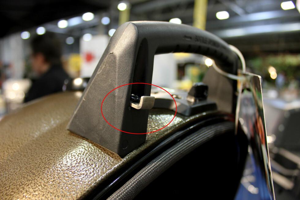 INTEGRERT FLASKEÅPNER: Denne Keg grillen fra Broil King har en integrert flaskeåpner i lokket. Smart? Foto: KRISTIN SØRDAL