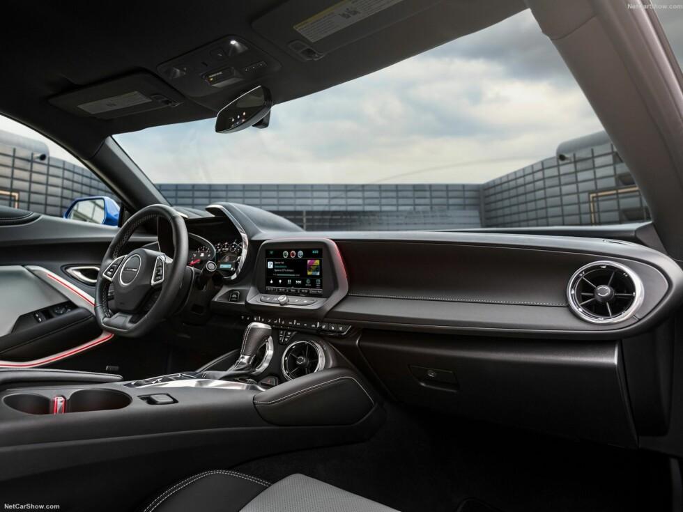 KVALITETSBEVISST: Tidligere Camaro-modeller har fått kritikk for at interiøret virker lite påkostet. Det har de gjort noe med nå. Foto: CHEVROLET