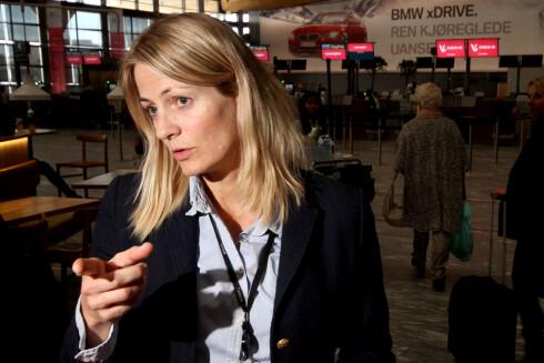 RASKERE KONTROLL: Lisbeth Dønnum Jensen, kvalitetskontroller på Oslo Lufthavn, forteller at kostnaden på prosjektet er 6 millioner kroner, men at de regner med å tjene inn  investeringskostnadene på prosjektet i løpet av ett år. Foto: OLE PETTER BAUGERØD STOKKE