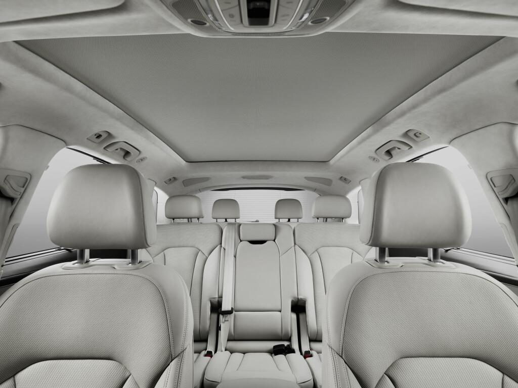 GOD PLASS: Det er god plass for alle passasjerer, og andre seterad kan lengdejusteres på skinner.   Foto: Audi