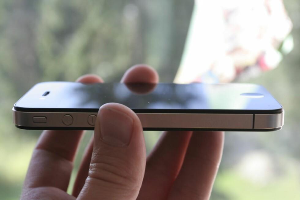 KLASSIKER: iPhone 4 er godt kjent for sin ikoniske design i glass med rette aluminiumskanter. Foto: ØIVIND IDSØ