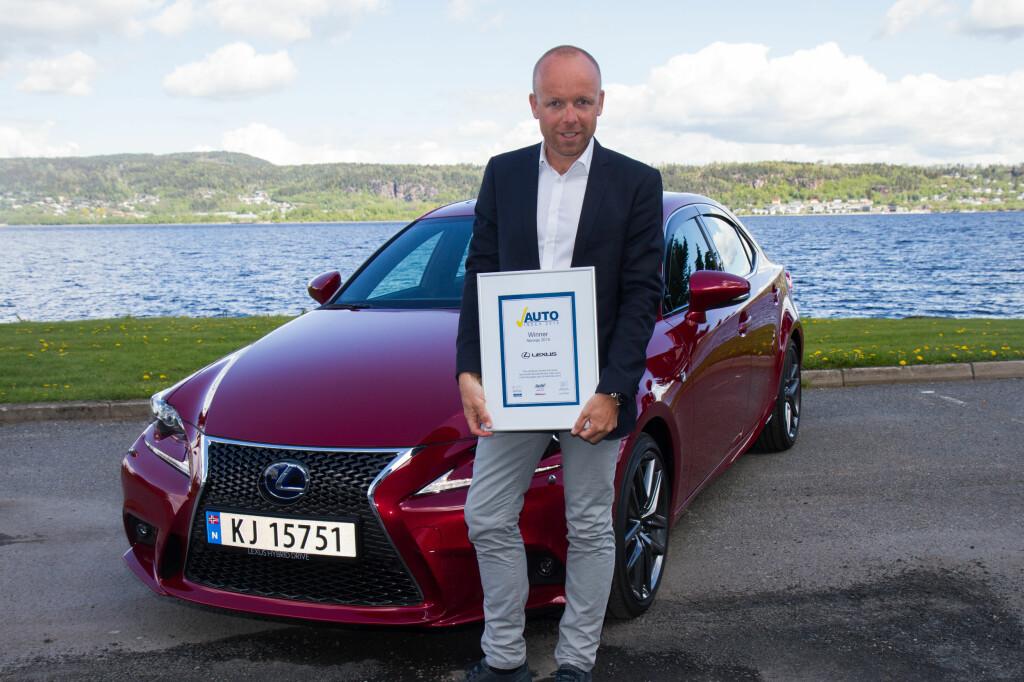 GLAD VINNER: Jan Christian Holm fra Lexus kan henge sitt fjerde seiersbevis på veggen etter like mange år.  Foto: TOYOTA