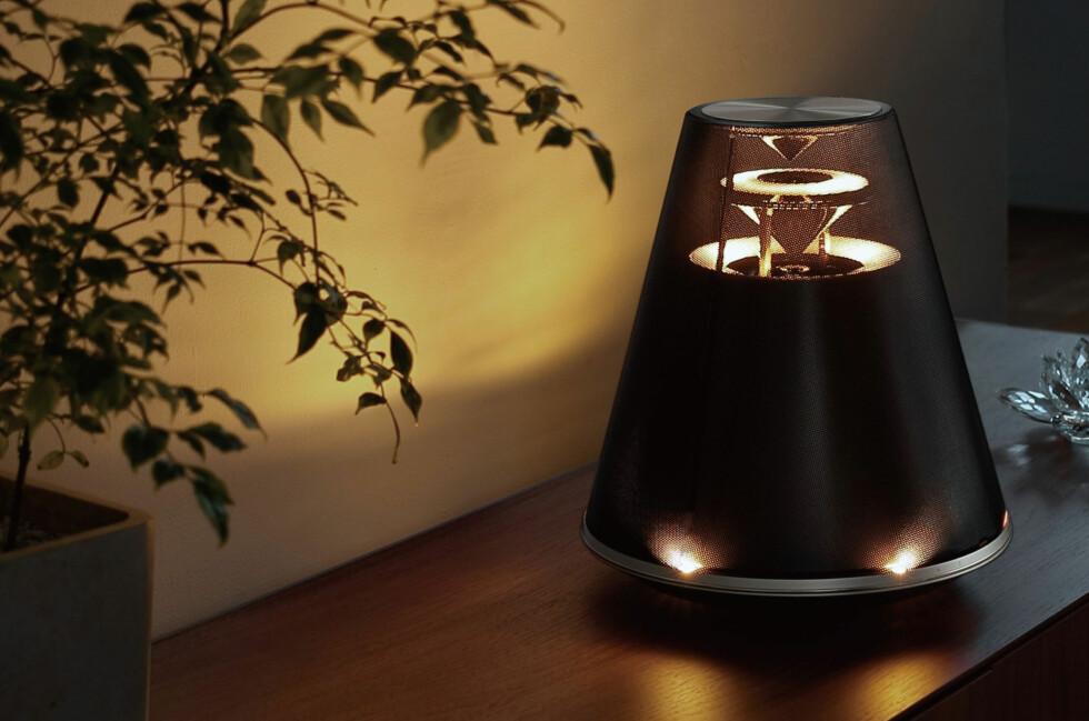 MUSIKKMØBEL: Ikke bare er det en lekker lampe, det er også en høyttaler. Foto: YAMAHA