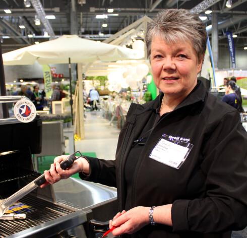 - MANGE VASKER FOR MYE! Ninnie Broberg, markedssjef i Broil King, sier mange vasker grillen for mye. Foto: KRISTIN SØRDAL