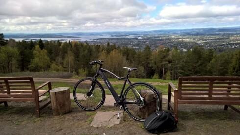 OPPE I EN FART: 18 minutter tok det før vi var på Oslos tak. En tur som tar 15 minutter med bil. Foto: TORE NESET