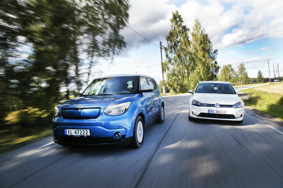 <strong><B>ARBEIDSBIL:</strong></B> Kia Soul Electric og VW e-Golf er to storselgere. Nå blir det enda mer attraktivt å velge elbiler som firmabil.  Foto: ESPEN STENSRUD