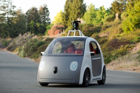 PROTOTYPEN: Dette er Googles egen selvkjørende bil - prototypen uten ratt eller pedaler - som ikke kjøres på offentlig vei. Foto: NTB/SCANPIX