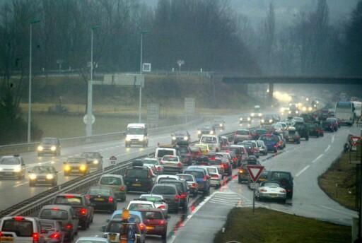 SMOG: Det er særlig dieselbiler som slipper ut de skadelige nitrogenoksidene som lokalt er årsak til såkalt smog, som kan være livsfarlig for folk med astma og andre luftveisproblemer. Foto: colourbox.com