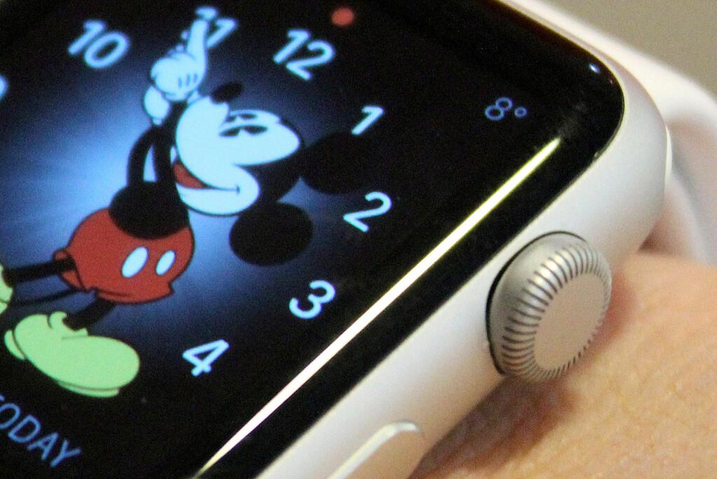 TESTER NÅ: Dinside har nå Apple Watch inne til test. Om klokka engang er verdt de offisielle prisene, kommer vi derfor tilbake til.  Foto: OLE PETTER BAUGERØD STOKKE