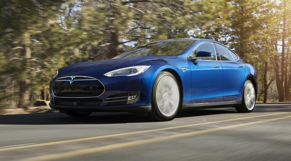 <strong><B>KAN BLI STRAFFET:</strong> </B>De fleste motorsterke bilene vil bli mye billigere, men ifølge DN kan en Tesla Model S bli 200.000 kroner dyrere - etter 2018. Foto: TESLA