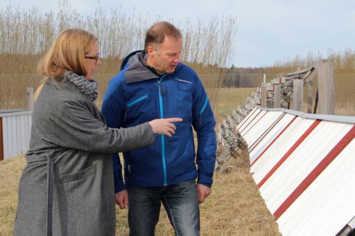 TO ÅR MED TEST: Miljøsjef i Folksam, Karin Stenmar og malingsekspert Stefan Hjort. Foto: DOMINIKA STRÔM/FOLKSAM