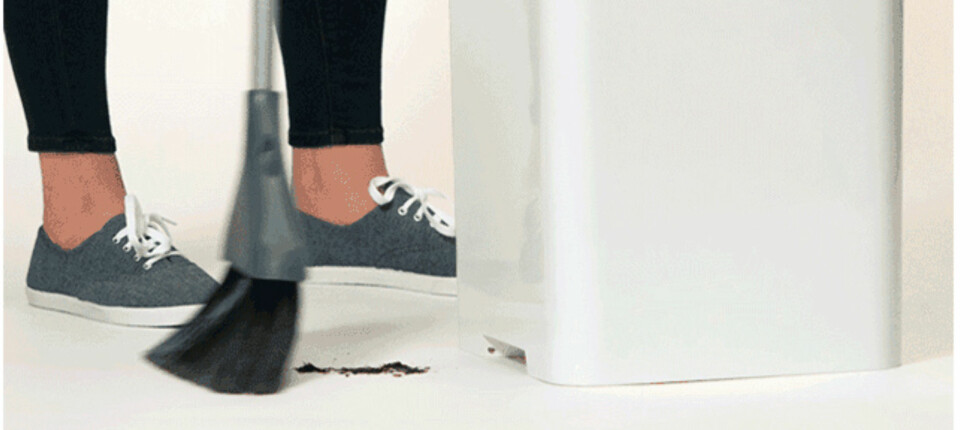 BØTTA SOM SUGER: Glem feiebrettet. Her er søppelbøtta som suger smulene rett fra gulvet. Foto: BRUNOSMARTCAN.COM