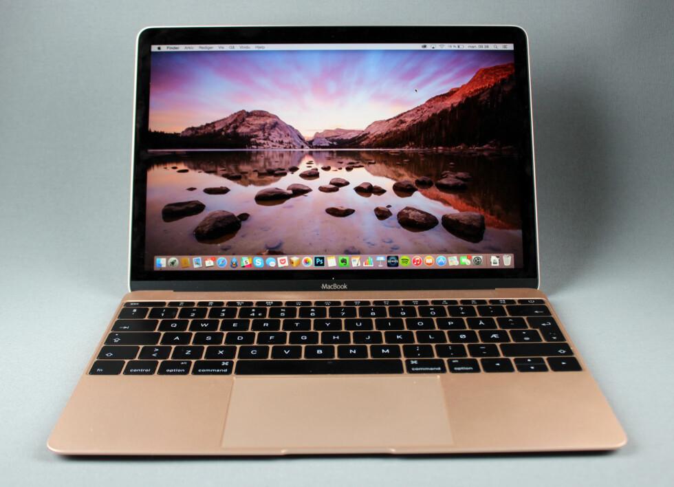 GOD BYGGEKVALITET: Selv om den er mindre og tynnere enn andre bærbare Mac-er, virker byggekvaliteten like god.  Foto: KIRSTI ØSTVANG