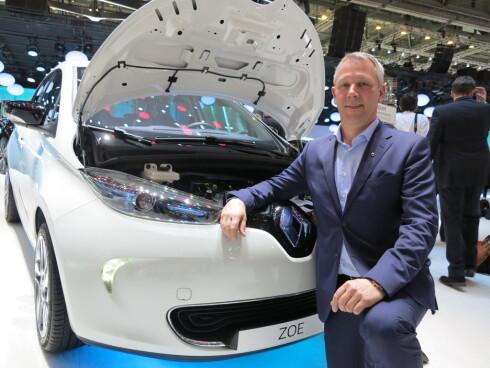 <strong><B>ELEKTRISK:</strong> </B>Den norske Renault-sjefen, Anders Gadsbøll, bør være fornøyd med at den nye elbilen Renault Zoe kommer helt opp på 5.plass i Storbritannia.  Foto: FRED MAGNE SKILLEBÆK