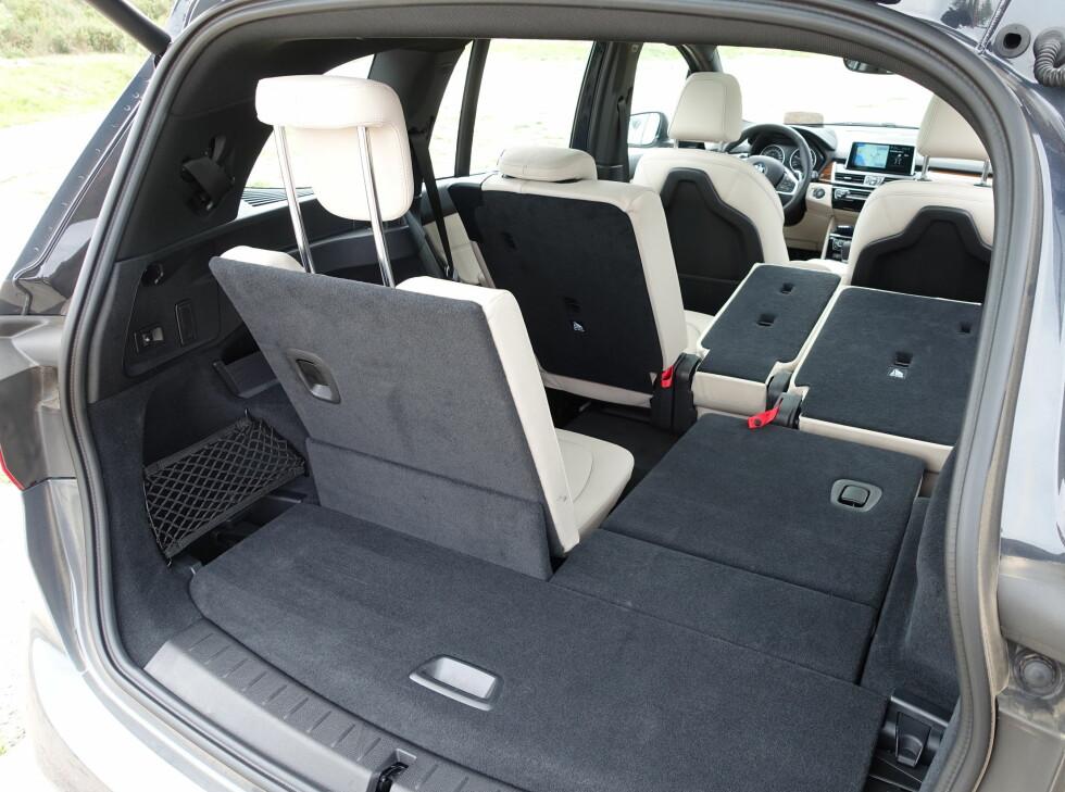 FLEKSIBEL: Dette er BMWs mest fleksible bil. Andre seterad kan lengdereguleres, men de setene blir ikke helt flate når de legges ned. Foto: KNUT ARNE MARCUSSEN