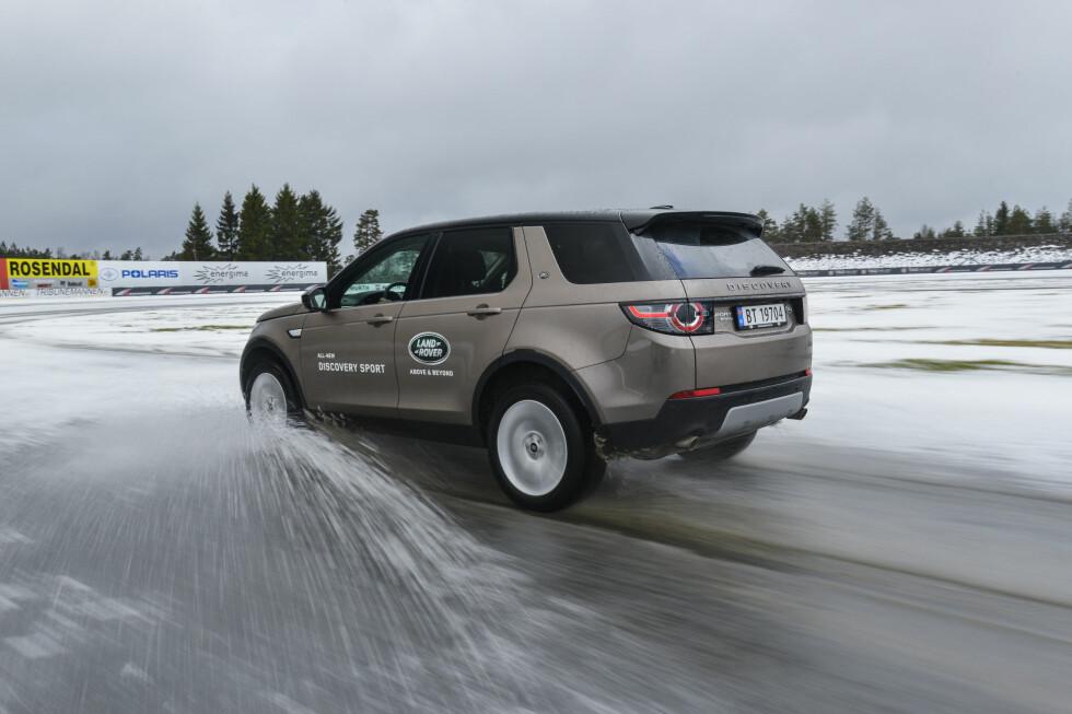 SMAKEN ER SOM BAKEN: Designet hos Land Rover Discovery Sport vekker delte meninger. Noen i testpanelet mener den ser bra ut, andre synes det blir litt kjedelig. Foto: JAMIESON POTHECARY