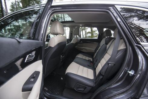 GODE SETER: Det er god plass i midterste seterad i Kia-SUV'en. Foto: JAMIESON POTHECARY