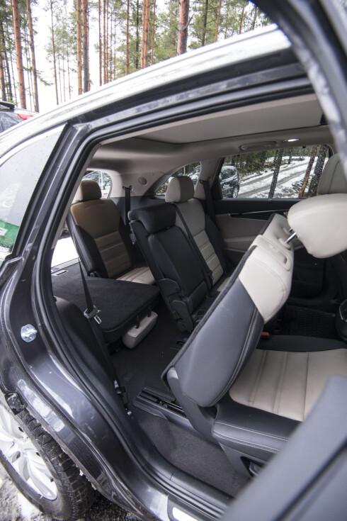 """""""TÆK ÆLLE SJU"""": Det er fullt mulig for voksne personer å sitter i de to bakerste setene i Kiaen.  Foto: JAMIESON POTHECARY"""