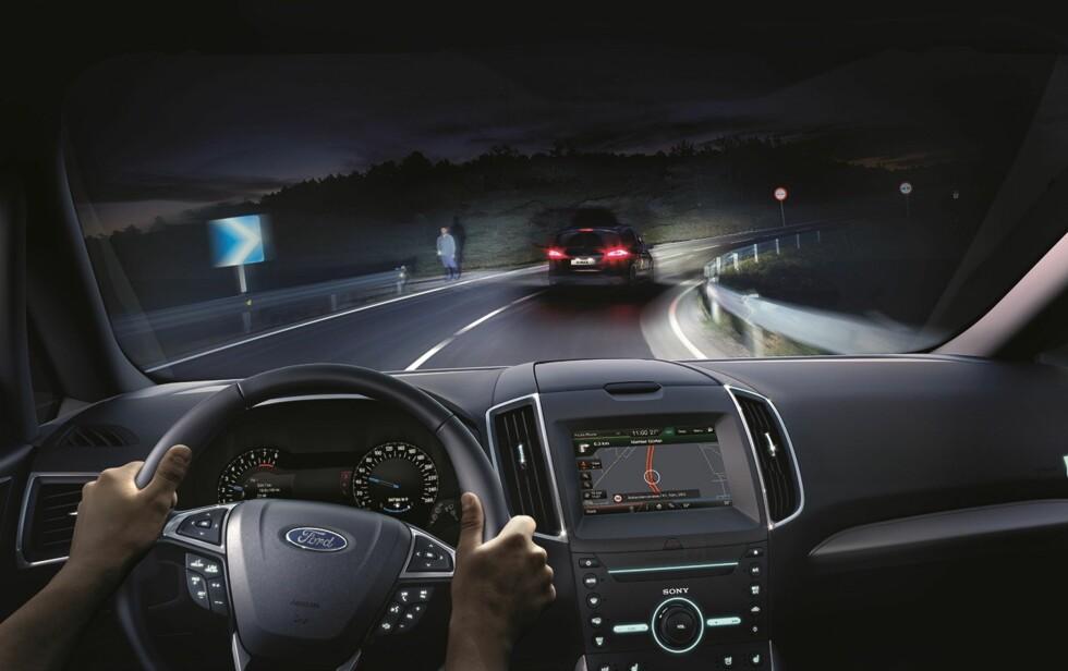 <strong><b>TRYGGERE:</strong></b> Med autolys er nye S-Max tidsriktig også om natten. Foto: FORD