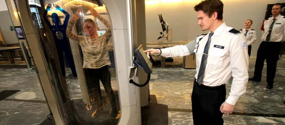 SIKKERHETSSKANNERE: Avinor tester ut fire typer sikkerhetsskannere på Oslo Lufthavn. Alle koster fra 1,2 til 1,8 millioner kroner. Foto: OLE PETTER BAUGERØD STOKKE