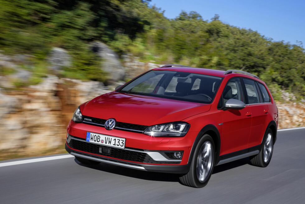 ONROADER: Golf Alltrack skal trives like godt på asfalten som på dårlige hytteveier, ifølge VW. Men terrengbil er den ikke. Foto: VOLKSWAGEN