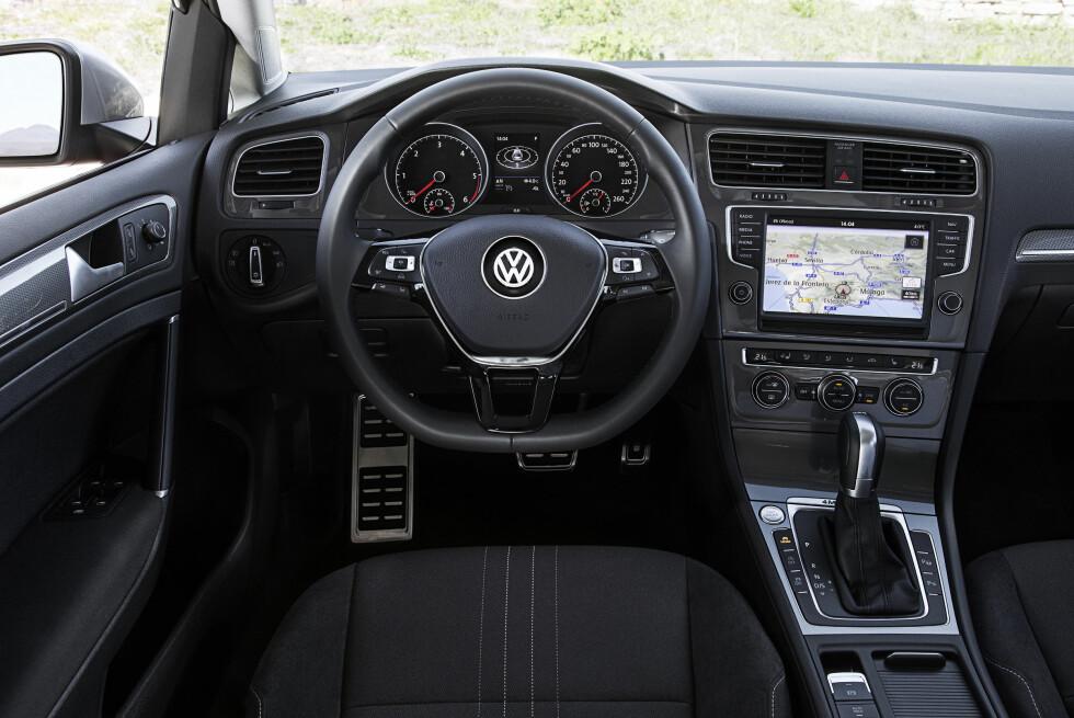 STRØKENT: Interiøret i Golf Alltrack skiller seg svært lite fra de øvrige Golf-modellene. Foto: VOLKSWAGEN