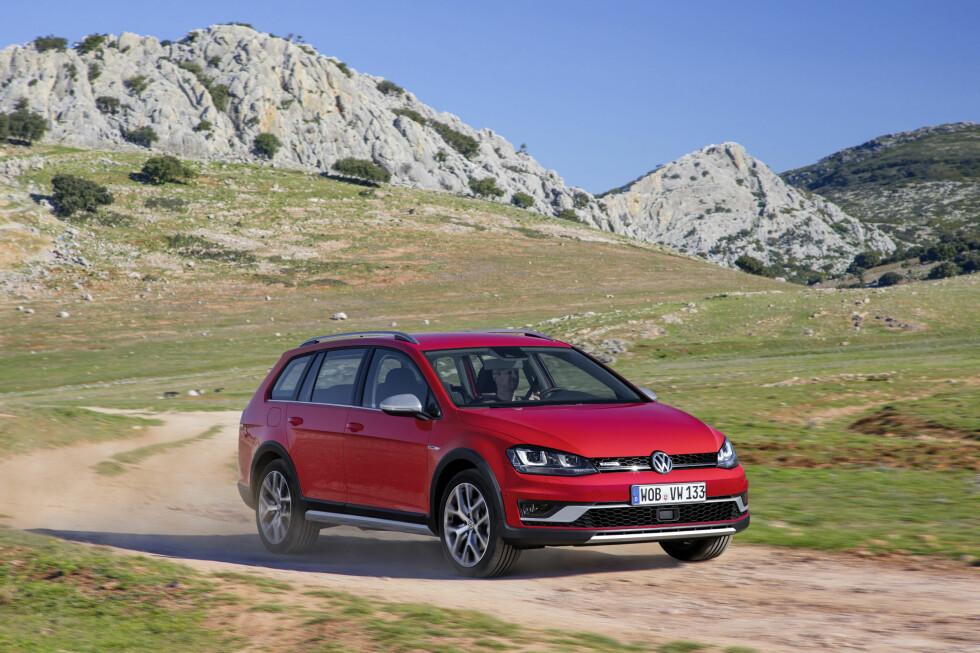 PRISENE KLARE: Nye VW Golf Alltrack starter på 376.000 kroner. Hytte-Golfen kommer kun med firehjulsdrift og blir tilgjengelig med bensin-eller dieselmotorer fra 150 til 184 hestekrefter. Foto: VOLKSWAGEN