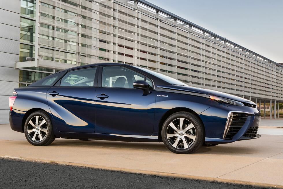 Nykommer: Toyota Mirai er lansert, og de første bilene ruller ut på markedet i disse dager. I Norge må vi dessverre vente et par år til.  Foto: TOYOTA