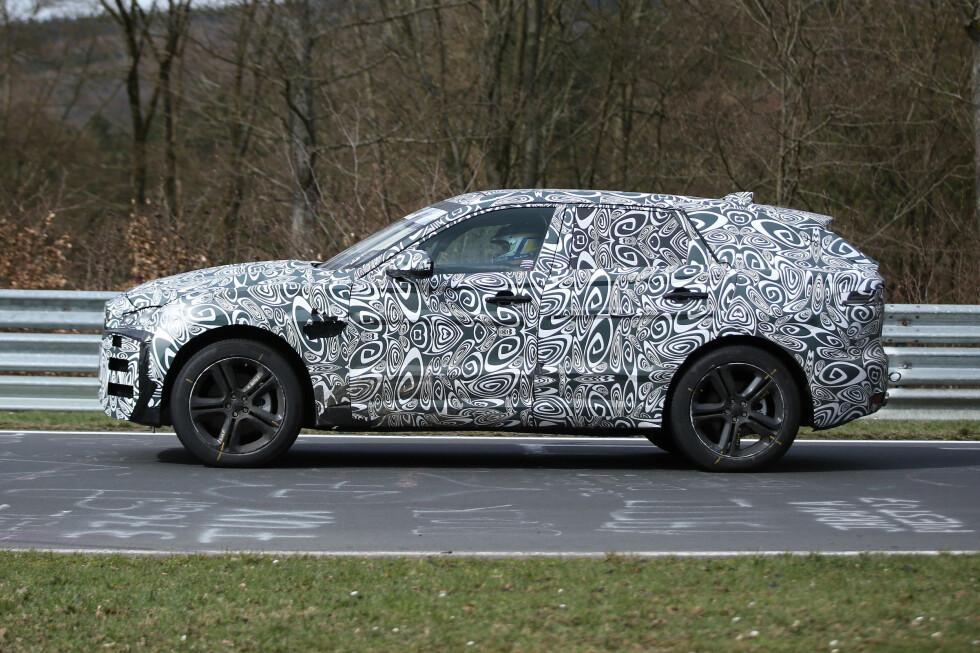 ELEGANT OG LUKSURIØS: Jaguar sier denne skal forene eleganse og luksus på en måte konkurrentene vil misunne. Foto: AUTOMEDIA