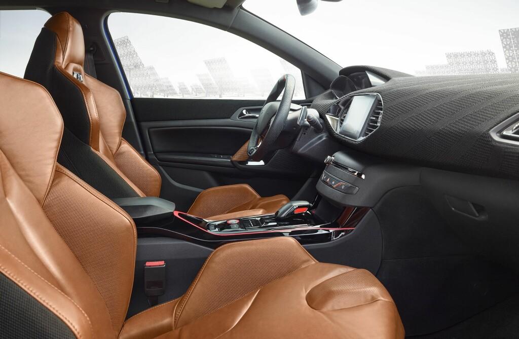 AVANSERT: Interiøret har detaljer vi til nå kun har sett i konseptbiler.  Foto: PEUGEOT