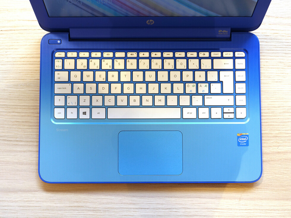 GOD PLASS: Chicklet-tastaturet har mellomrom mellom hver tast. Styreflaten, derimot, er ikke spesielt presis. Foto: PÅL JOAKIM OLSEN