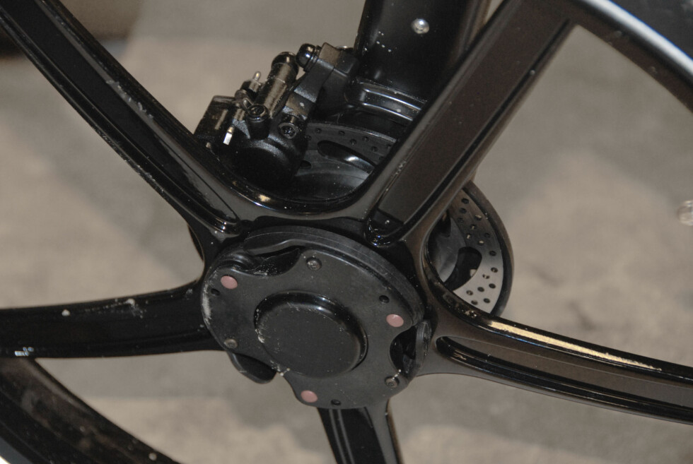 BREMSER: Det er hydrauliske skivebremser på begge hjul. Foto: BRYNJULF BLIX
