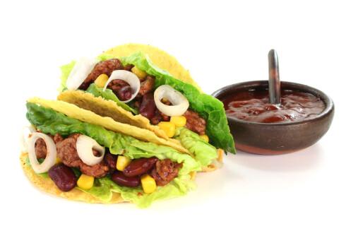 SMART: Et salatblad inni tacoskjellet kan spare deg for mye søl og gris. Foto: ALLOVERPRESS